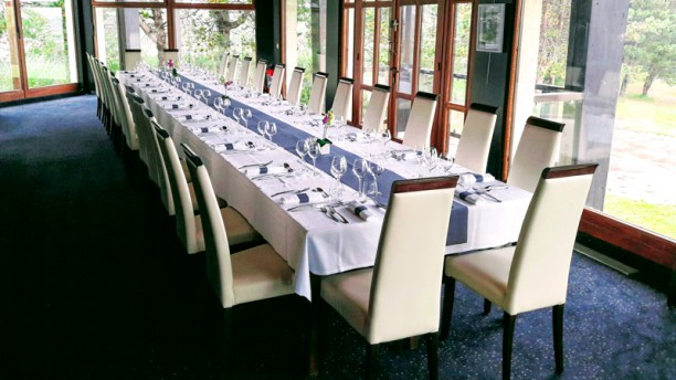restaurant-des-lacs-golf-hotel-de-mont-griffon-vue-de-la-salle-4e8c6