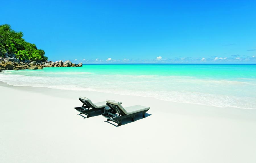hotel_constance_lemuria_seychelles_plage_chaise_longue-jpg